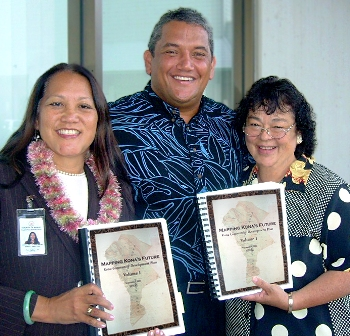 Margaret Masunaga, left, Bobby Jean Leithead Todd, right, and Mayor Billy Keno