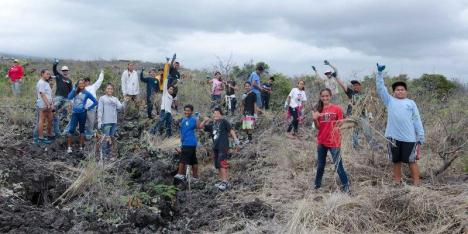 Kealakehe Intermediate Na Kahumoku students after pulling fountain grass at La'i'Ōpua Preserve. This activity was followed up with an hour of reinforcing e-curriculum at the La'i'Ōpua 2020 Mālie Tech Center. Photo: Yvonne Yarber Carter.