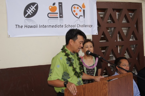 Lt. Governor Tsutsui at a press conference