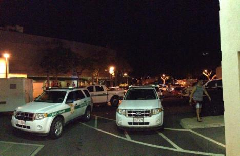 It's not everyday you see campus security, HPD and EMS blocking the Stan Sheriff Center exit area.  Photo Andrew Lee